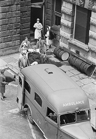 American Ambulance Great Britain - Image: Guy's Hospital Life in a London Hospital, England, 1941 D2344