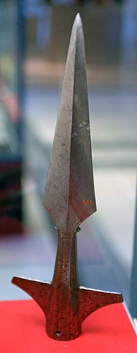 HJRK A 32 - Boar spear head of Frederick IV of the Tyrol, c. 1430.jpg