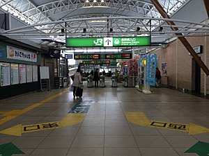 Hachinohe station ticket gate 2014-03-12.JPG