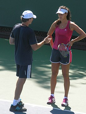 Heinz Gunthardt & Ana Ivanović at Bank of the West Classic 2010-07-25.JPG