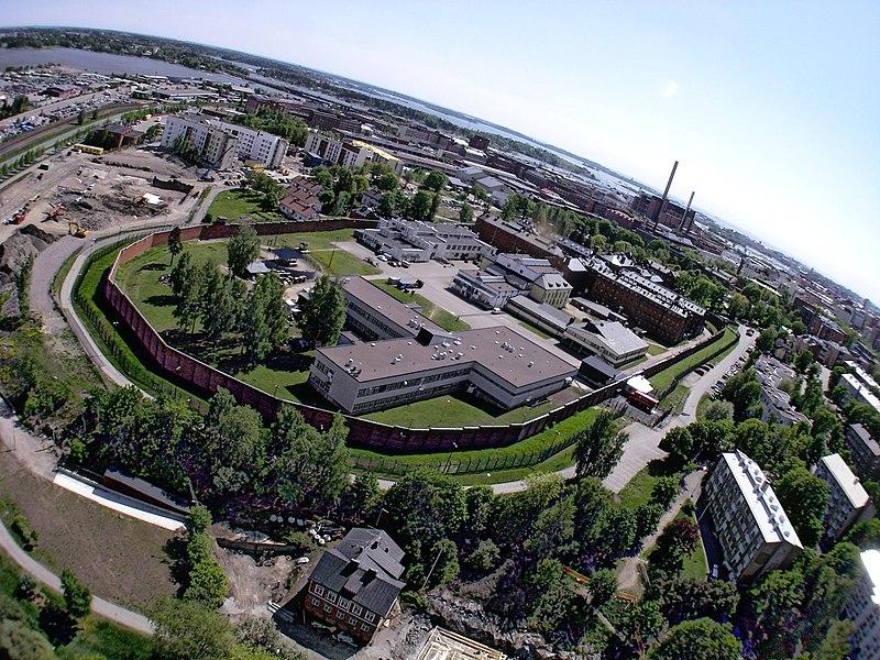 http://upload.wikimedia.org/wikipedia/commons/thumb/1/12/Helsinki_prison_from_air_2.jpg/800px-Helsinki_prison_from_air_2.jpg