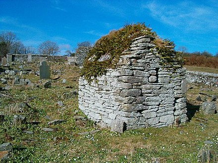 Hermit's cell near Moville high cross, Republic of Ireland Hermit's Cell - geograph.org.uk - 83433.jpg