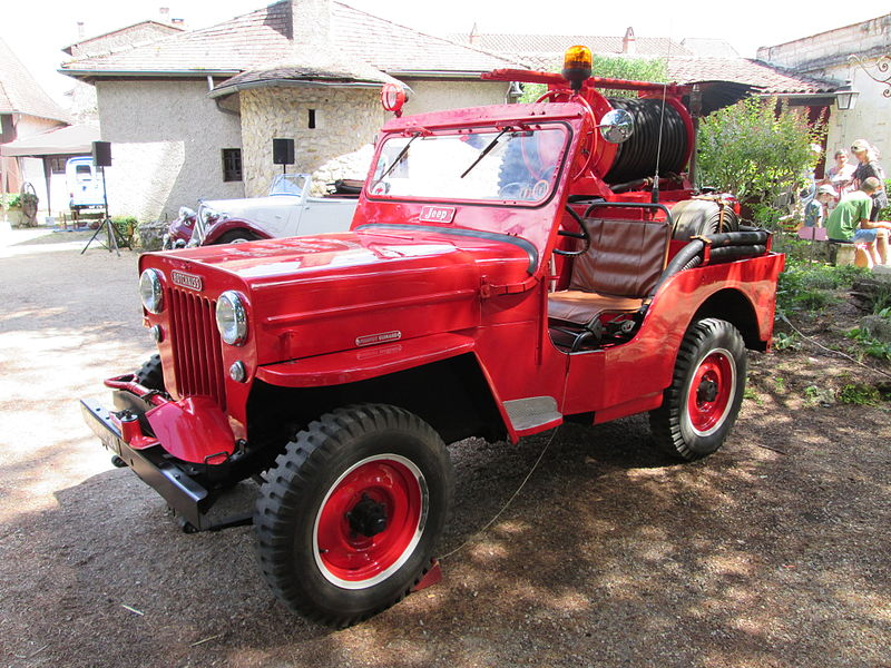 Fichier:Hotchkiss M201 Jeep fire engine3.jpg