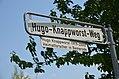 Hugo-Knappworst-Weg mit Legendentafel auf dem Kronsberg in Hannover-Bemerode.JPG