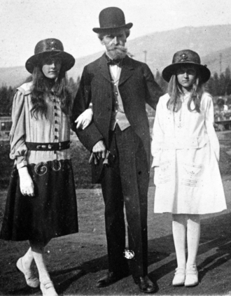 William A. Clark - Clark with his daughters Huguette (right) and Andrée (left), c. 1917