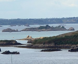 the Île Verte (center of the picture, view from the northeast; in front right the Île Grou Ézen)