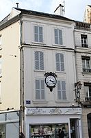 Immeuble Horloge Place St Denis Coulommiers 3.jpg