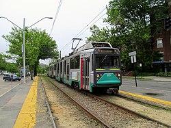 Inbound train at Tappan Street, June 2014.JPG