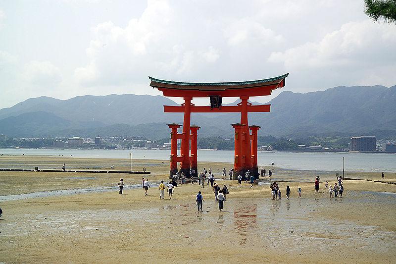 Plik:ItsukushimaTorii7492.jpg