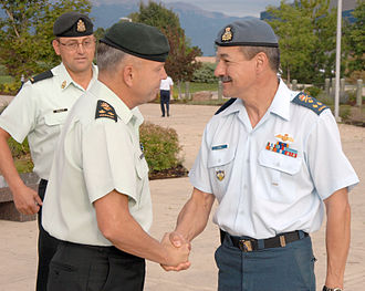 Lieutenant-general (Canada) - Canadian Air Force and Army lieutenant-generals shaking hands