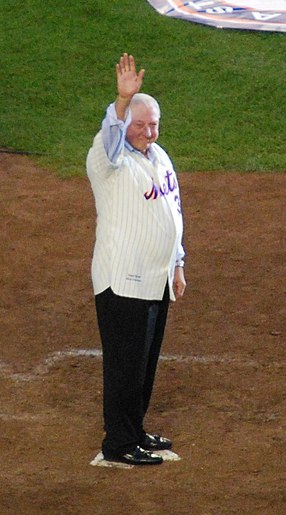 Jerry Koosman wearing his late-1960s' era Mets jersey, which served as an inspiration for the 2012-13 Mets pinstriped uniform. Jerry Koosman 2008-09-28.jpg