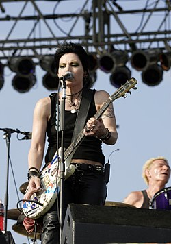 """Joan Jett and the Blackhearts"", בהופעה באירוע ""Tribute to Our Heroes"" במאי 2005"