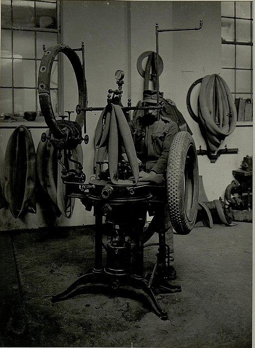 K.u.k. Kraftwagen Werkstätte in der Cellulosefabrik Villach. Vulkanisiererei. (BildID 15468291)