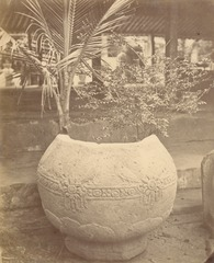 KITLV 87794 - Isidore van Kinsbergen - Pot with ornaments in a museum in Yogyakarta - Before 1900.tif