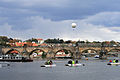 Karlův most a balon.jpg