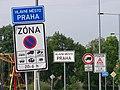 Klánovice, Slavětínská, značky a kolotoče (01).jpg