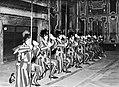 Knielend saluut van de wacht in de Sala Clementina één van de audiëntiezalen op , Bestanddeelnr 191-1308.jpg