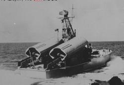 ספינת טילים קומאר מצרית במפרץ סואץ.