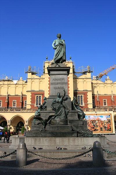 Court panorama des écrivains polonais contemporains 400px-Krak%C3%B3w_-_Pomnik_Mickiewicza_01