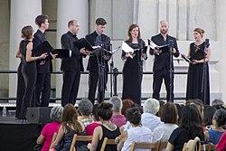 La música antigua de Stile Antico suena en el pórtico de la Almudena (05).jpg