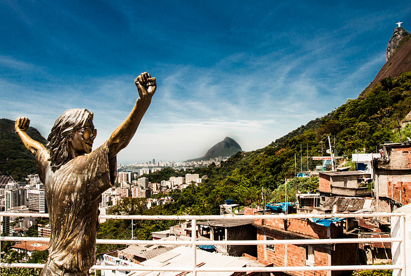 File:Lage do Michael Jackson, Morro Santa Marta (RJ).JPG