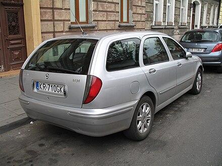 http://upload.wikimedia.org/wikipedia/commons/thumb/1/12/Lancia_Lybra_kombi_2%2C4_jtd_back.jpg/440px-Lancia_Lybra_kombi_2%2C4_jtd_back.jpg