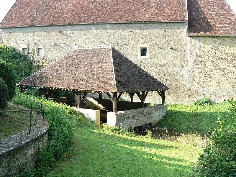 Lavoir de la source du Canard, datant de 1824