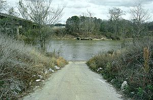 Leaf River (Mississippi) - A boat ramp along the Leaf River in Hattiesburg. U.S. Highway 11 is at left.