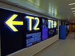 Lentoaseman infotauluja rautatieaseman sisäänkäynnillä 2015-12-23.JPG