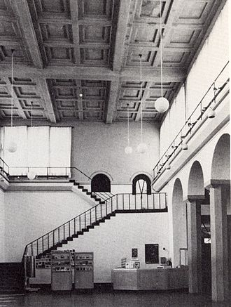 Liljevalchs konsthall - The large sculpture hall with the elevated windows of the main façade below the coffered ceiling.