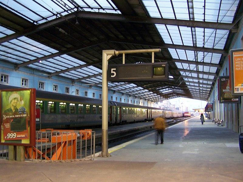 Ir de trem do aeroporto para o centro de Lisboa
