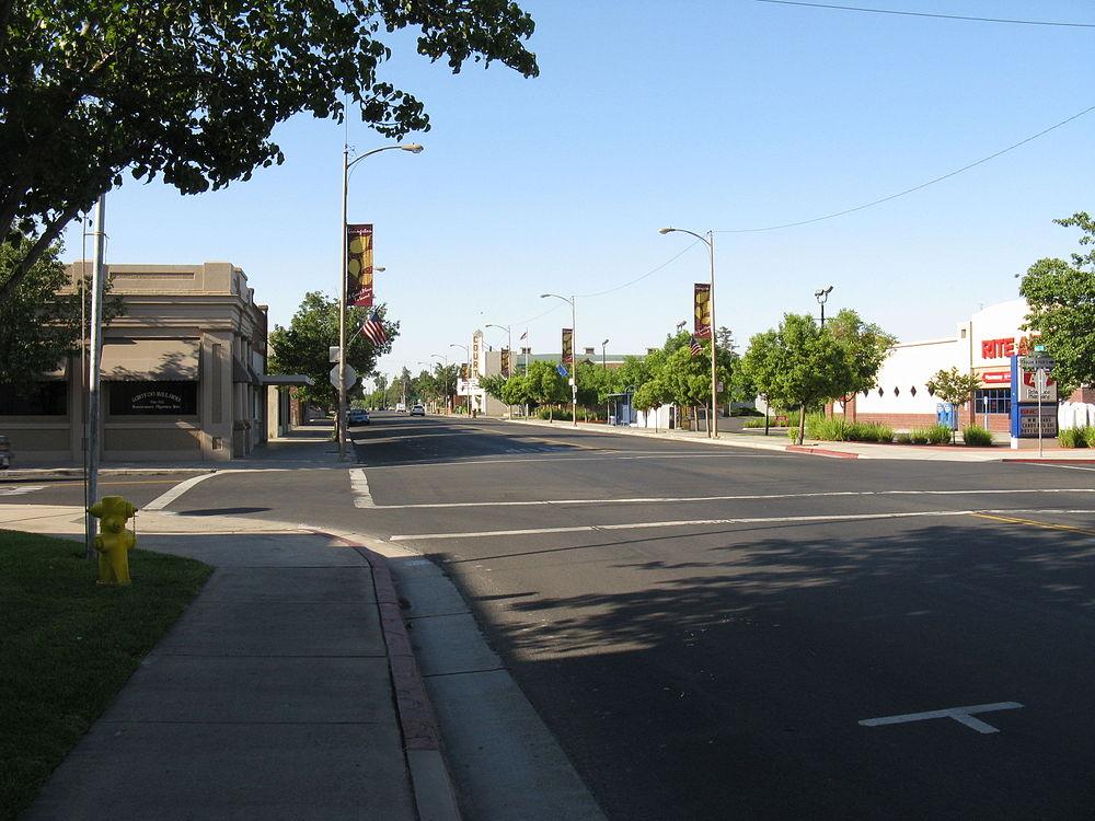 The population density of Livingston in California is 1370.2 people per square kilometer (3548.37 / sq mi)
