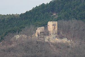 Die Ruine der Lobdeburg, Ansicht aus der Nähe von Sulza (April 2013)