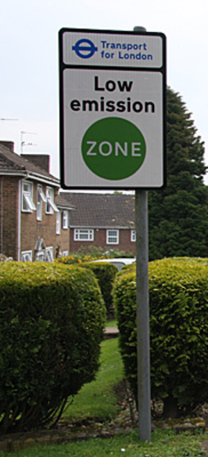 London low emission zone - Signage at entrance to low emission zone
