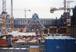 Pyramide du louvre wikip dia - Date construction du louvre ...