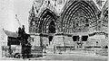 M 71 12 Reims Janne d'Arc et la cathédrale protégées.jpg
