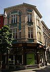 foto van Winkelwoning met elementen van Art Nouveau, gebouwd in opdracht van J. Lodewick.