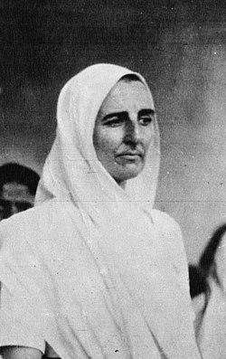 Madeleine Slade in 1932.jpg