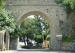 Arco di San Antonio, leading into the town of Maida.