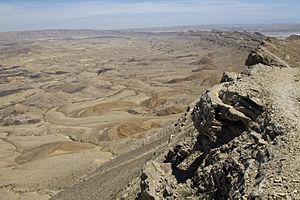 """Makhtesh - Makhtesh Gadol's southern """"Ribs"""""""
