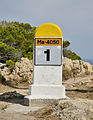 Mallorca - Kilometerstein am Leuchtturm Capdepera.jpg