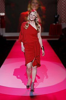 Description de l'image  Mamie Gummer at Heart Truth 2010.jpg.