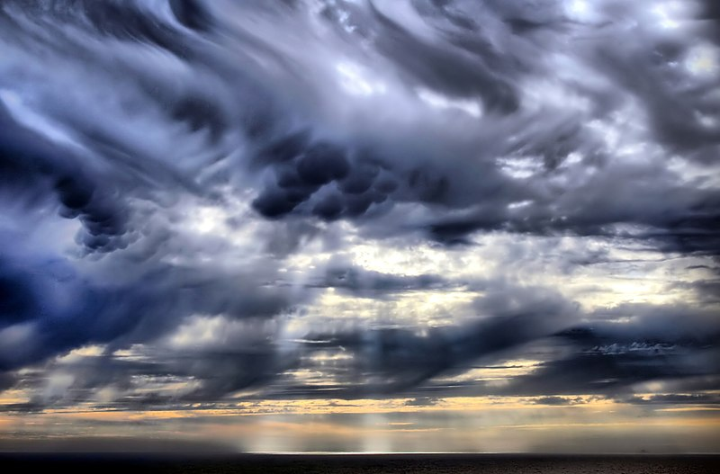File:Mammatus clouds and crepuscular rays new.jpg