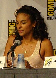 Description de l'image Marsha Thomason - White Collar panel crop.jpg.