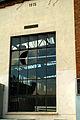 Max Müller Max-Müller-Straße 22 Blick in die Wöppelmann-Halle von 1915 durch das Sprossenfenster am Kopfende.jpg