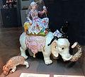 Meissen, johann joachim kändler, orsetto e sultano con nero su elefante, 1750-1760 ca..JPG