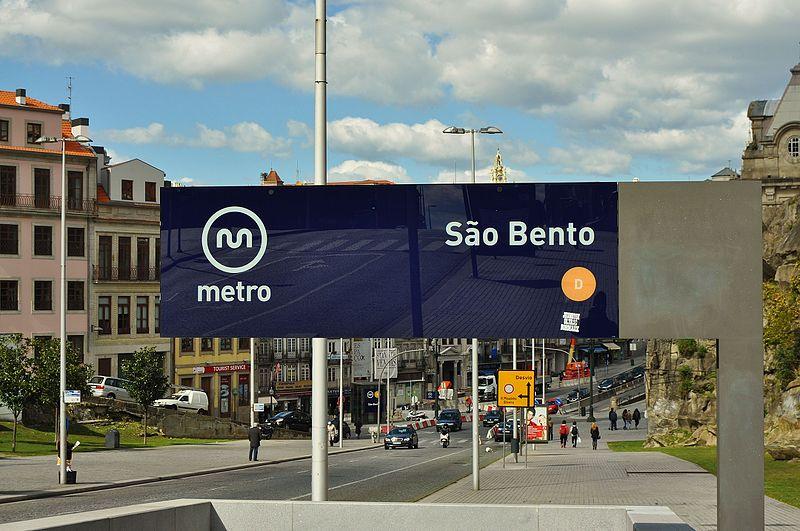 File:Metro do Porto - São Bento (8675506185).jpg
