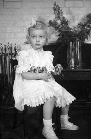 Helen Armstrong (violinist) - Image: Mom little
