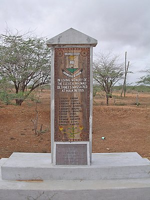 Hola massacre - This statue honours the 11 freedom fighters who were clubbed to death at Hola