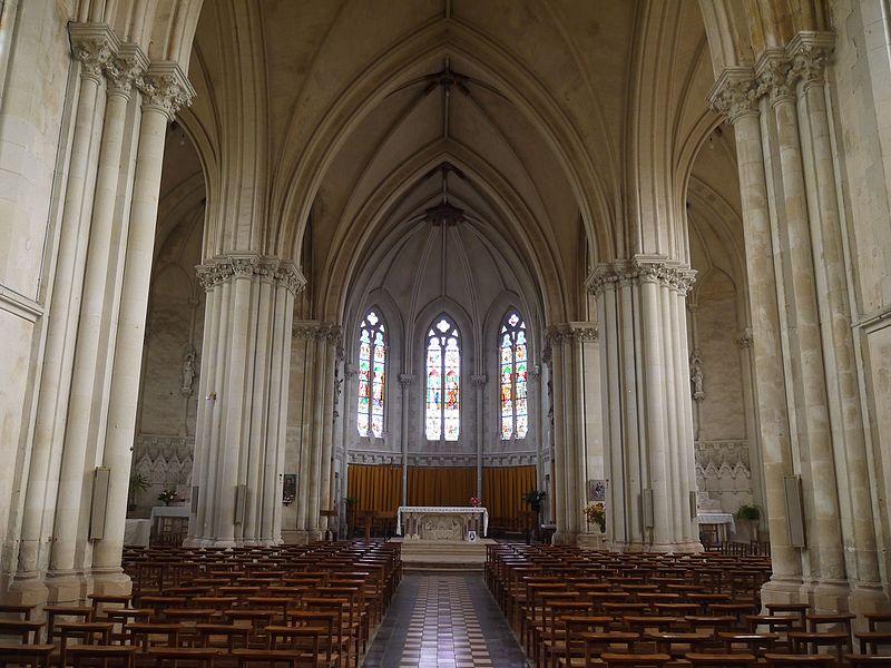 La nef vue de l'entrée principale.